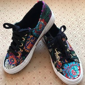 Cool New without tags Superga embroidery sneakers
